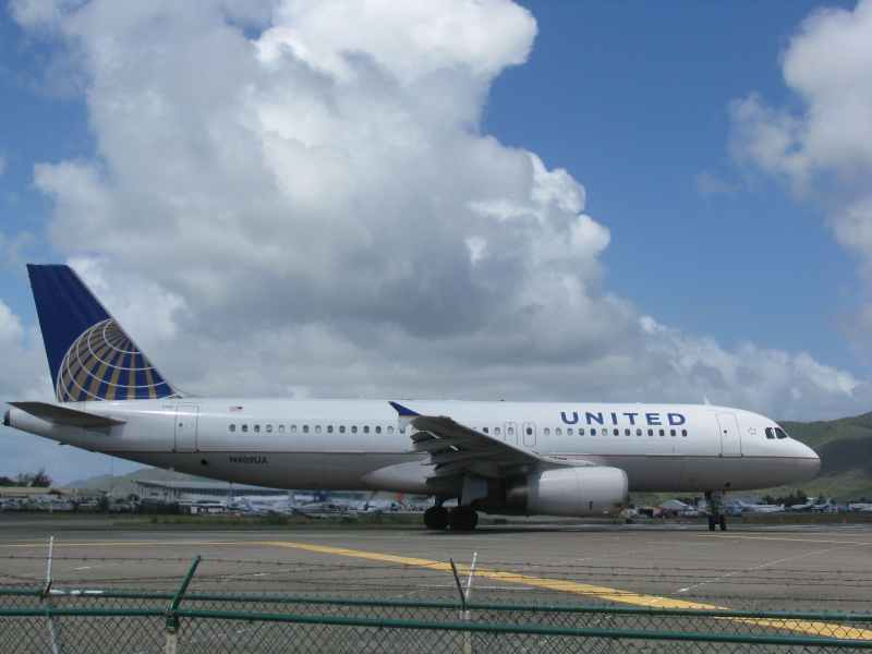 United taxing into position